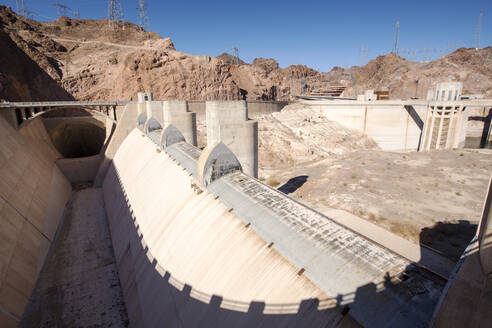 The overspill, standing high and dry at the Hoover Dam on Lake Mead, Nevada, USA, following a four year long drought. - CAVF72934