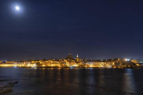 Malta, Valletta, City skyline and full moon at night - ABOF00458