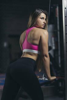 Female bodybuilder in gym - MTBF00301