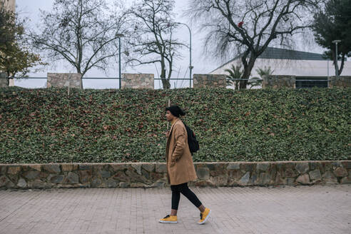 Young man with backpack walking in the city - GRCF00098