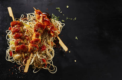 Studio,hot,chicken,filet,breast,skewers,overhead,flatlay,mie noodles,asian,sauce,marinade,bbq,black,copyspace,copy space,black,background,panorama,banner,header, - DREF00036