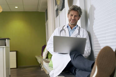 Doctor using laptop in his medical practice - PHDF00067