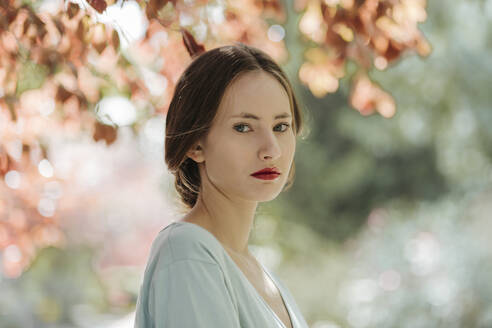 Gloomy woman with romantic look in a garden and beautiful bokeh - TCEF00066