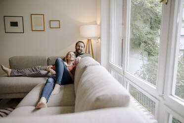 Couple sitting at home on couch, relaxing - KNSF07194