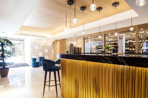 Elegant restaurant bar - VABF02559