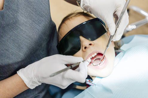 Girl at the dentist receiving treatment - DGOF00272