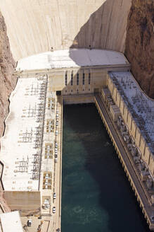 The power station generating hydro electricity from Lake Mead dam hydro plant, Nevada, USA. The lake is at a very low level due to the four year long drought. - CAVF74255