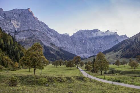 Grosser Ahornboden in Karwendel mountains in autumn, Hinteriss, Austria - MAMF01112