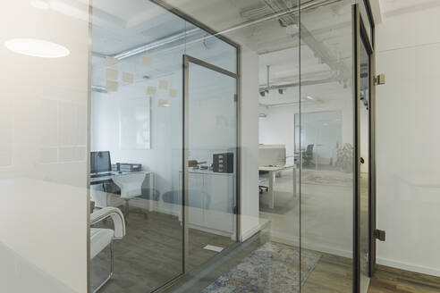 Modern office interior - KNSF07450