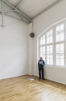 Man checking specifications of refurbished kuxury loft - GWF06441