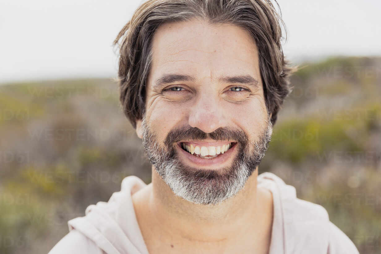 Portrait of happy bearded man - SDAHF00533 - Floco Images/Westend61