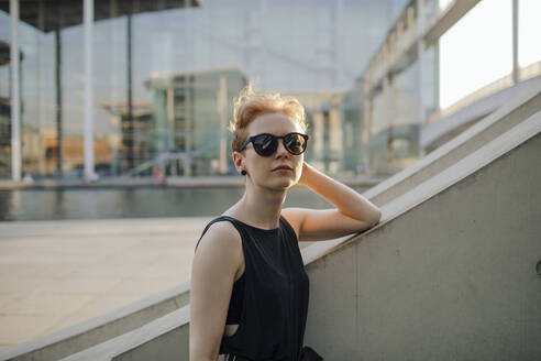 Elegant red-haired woman with sunglasses in the city, portrait - OGF00145