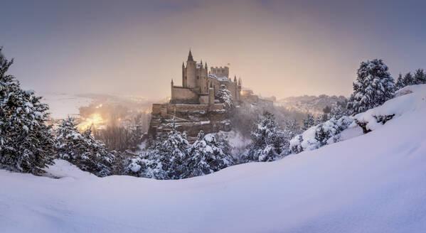 View of Alcazar Castle in winter, Castilla y Leon, Segovia, Spain - DVGF00085