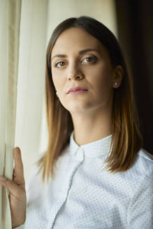 Portrait of serious businesswoman at the window - ZEDF03138