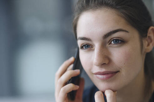 Portrait of young woman on the phone - KNSF07648