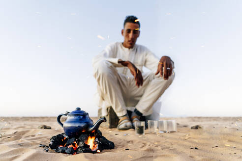 Preparing tea in Sahara desert, Tindouf, Algeria - OCMF01048