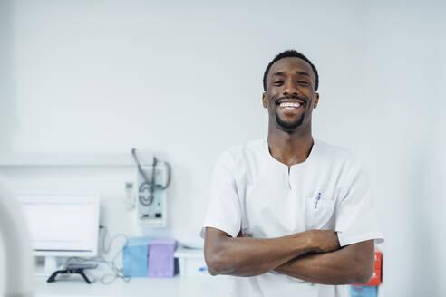 Portrait of happy dentist in his medical practice - JCMF00384