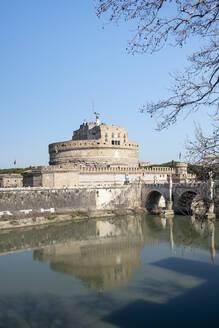 Italy, Rome, Clear sky over Mausoleum of Hadrian andPonteSantAngelo - HLF01223