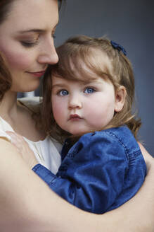 Portrait of toddler girl in her mother's arms - AUF00140