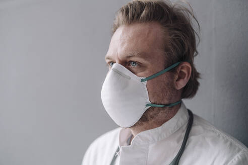 Portrait of doctor wearing protective mask - JOSEF00106