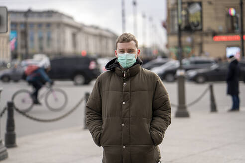 Young man with face mask, commuting in the city, St. Petersburg, Russia - VPIF02123