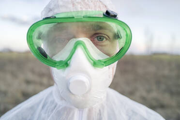 Portrait of man wearing protective suit and goggles - EYAF00970