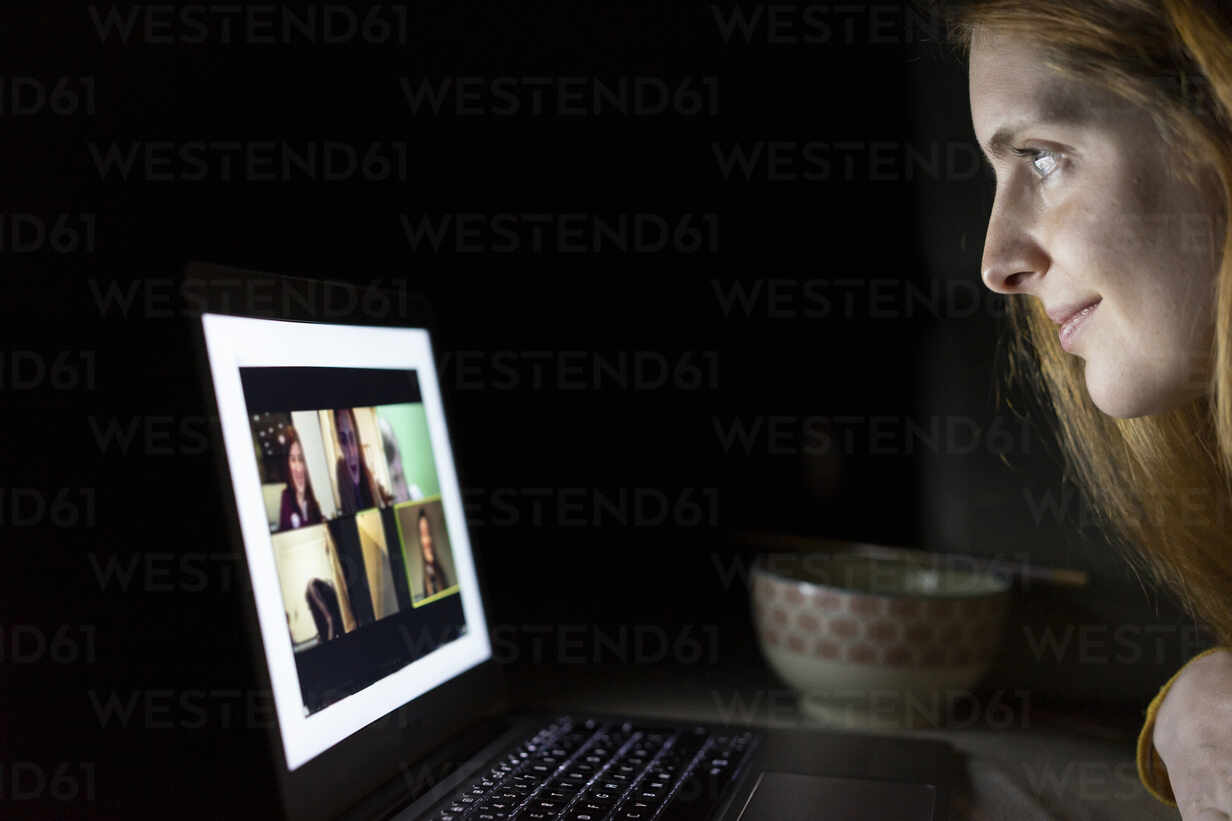 Young woman having a laptop video conference on the couch at home - AFVF05789 - VITTA GALLERY/Westend61