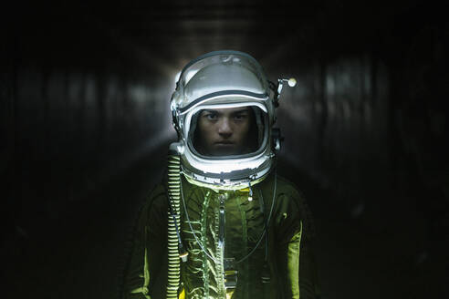 Young spaceman lost in the dark - JCMF00444