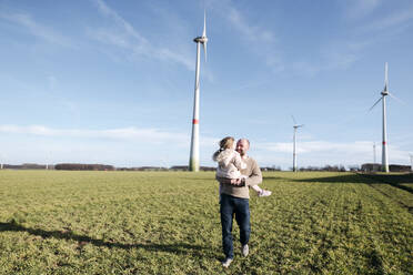 Happy father with his little daughter on a field - VYF00082