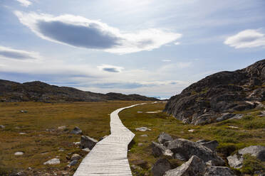 Footpath through remote sunny rugged landscape Greenland - HOXF05797