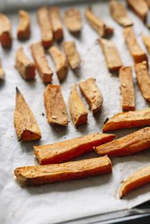 Bulgaria, Sheet of baked and seasoned sweet potatoes - BZF00537