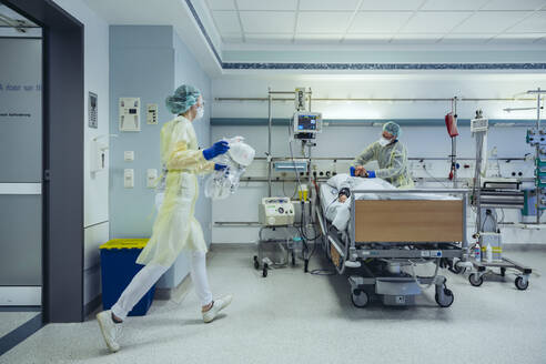 Doctors in a hurry caring for patient in emergency care unit of a hospital - MFF05328