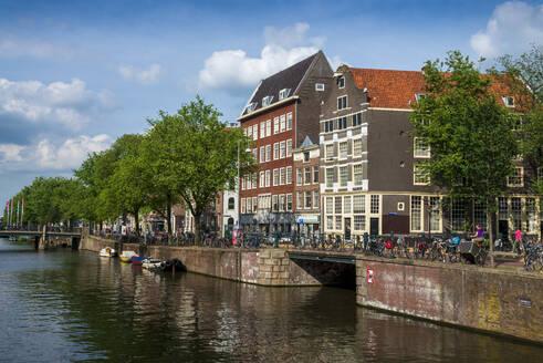 Gracht an der Geldersekade, Amsterdam, Provinz Nordholland, Niederlande, - LBF03021