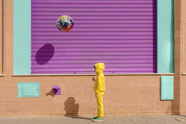 Little girl dressed in yellow with balloon - ERRF03183