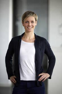 Portrait of a confident businesswoman - RBF07401