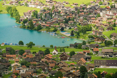 Lungern lake in Obwalden in summer with a village from above - CAVF78722