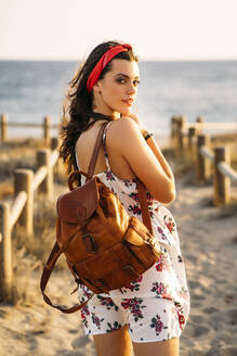 Young girl with leather bag at the beach - MPPF00753