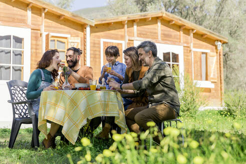 Family and friends enjoying a healthy vegan breakfast in the countryside - VSMF00015