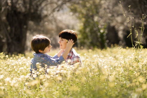 Mother and daughter in a field of wildflowers - VSMF00093