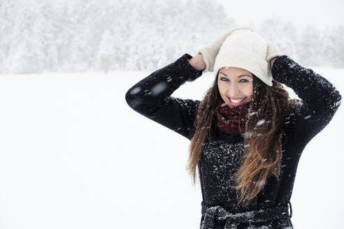 Portrait of happy young woman in winter landscape - WFF00302