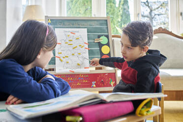 Brother and sister learing at home during school closure - DIKF00436