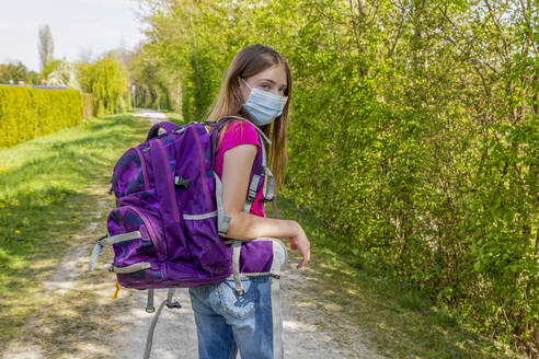 Girl on her way to school with protective mask - SARF04538