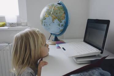 Little girl looking at laptop - JOSEF00318