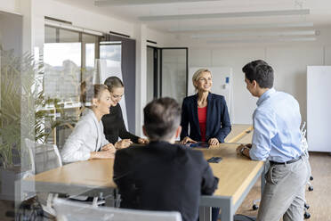 Businesswoman leading a meeting in office - PESF02021