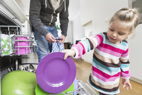 Father and daughter clearing the dishwasher - SDAHF00760