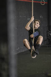 Athlete with an amputated arm climbing rope - SNF00177