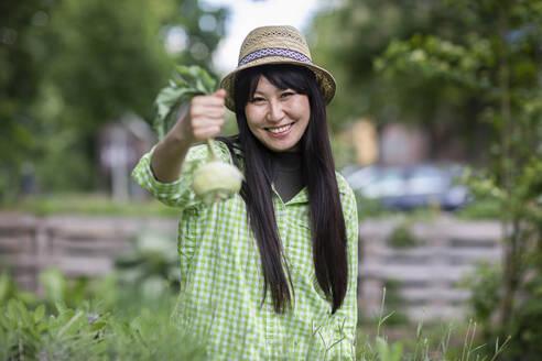 Woman in urban gardening - SGF02619