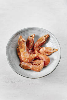 High angle view of grilled prawns in bowl - JMHMF00041