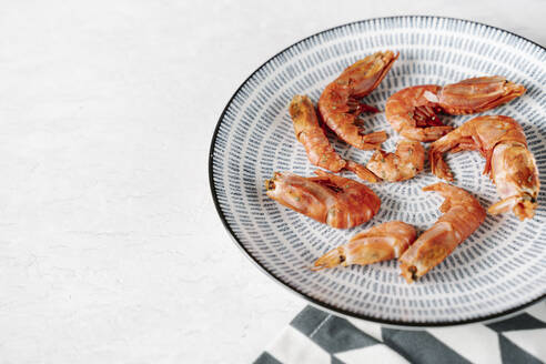 Grilled prawns in bowl - JMHMF00044