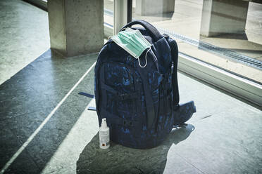 Backpack, mask and sanitizer in school - DIKF00511